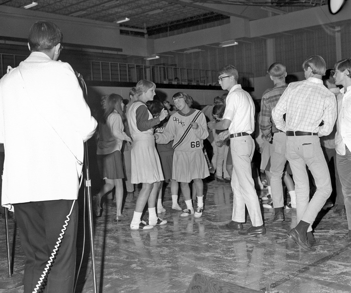 1967-1968-HomecomingDance-01.jpg