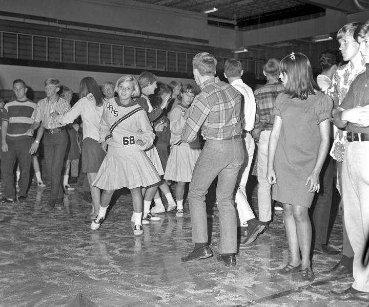1967-1968-HomecomingDance-02.jpg
