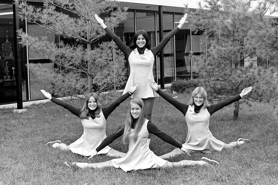 1974-1975-Cheerleaders-04.jpg