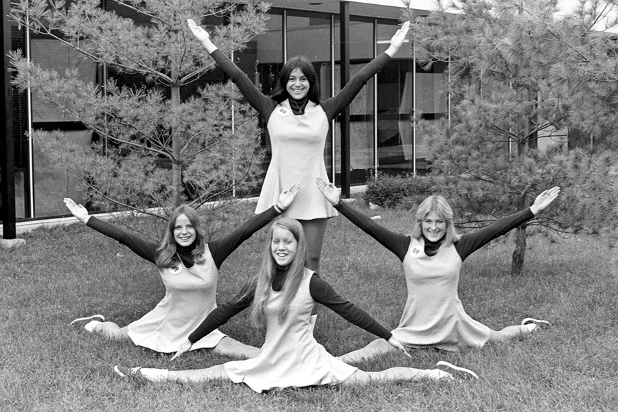 1974-1975-Cheerleaders-05.jpg