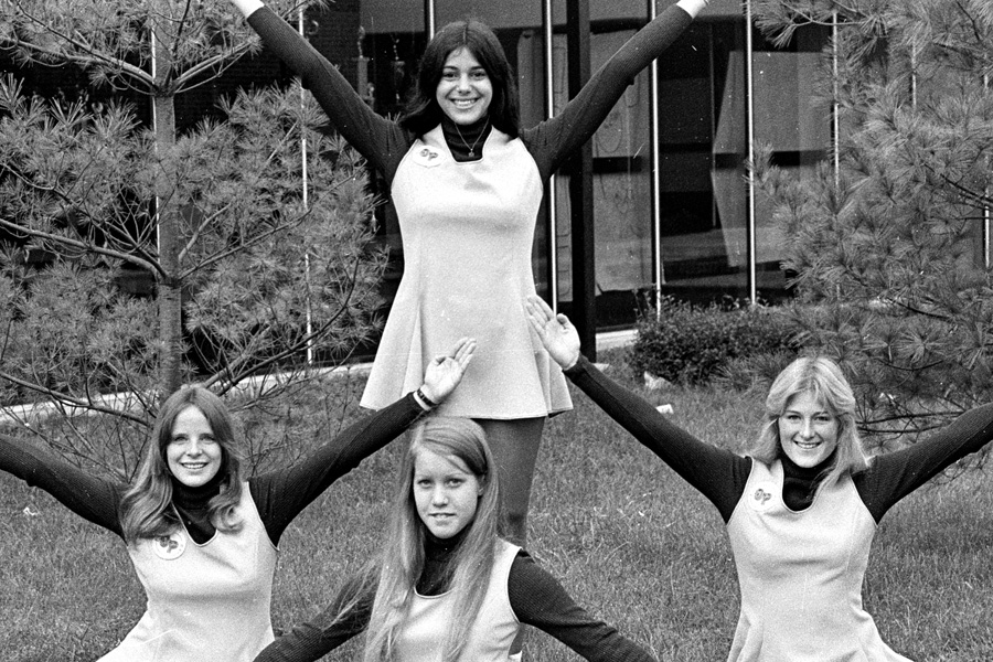 1974-1975-Cheerleaders-06.jpg